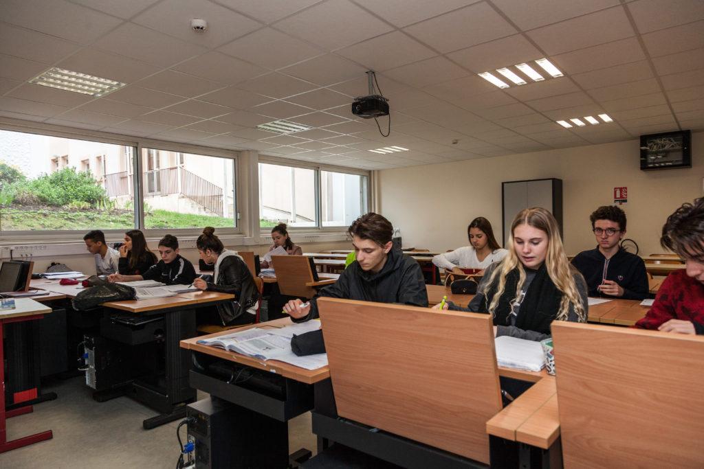 Image de la salle informatique du lycée Les Fauvettes