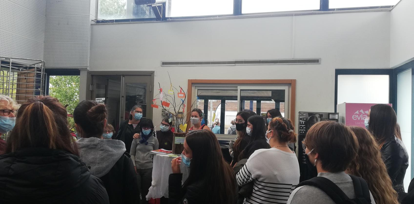 Les élèves de ASSP B assiste à une exposition